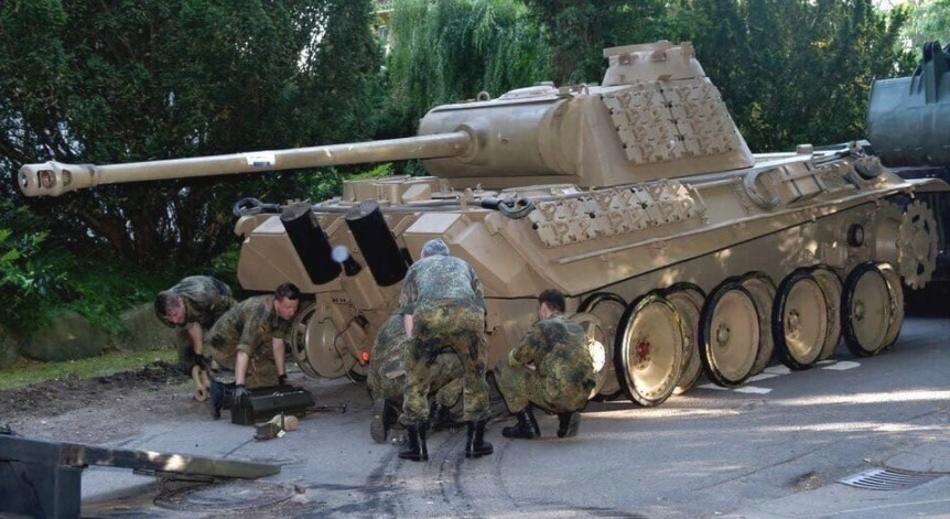 84-летний пенсионер хранил в подвале танк Пантера