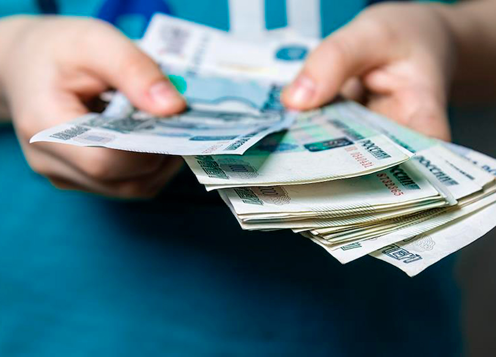 Россиянка отдала подставному курьеру 80 тысяч рублей