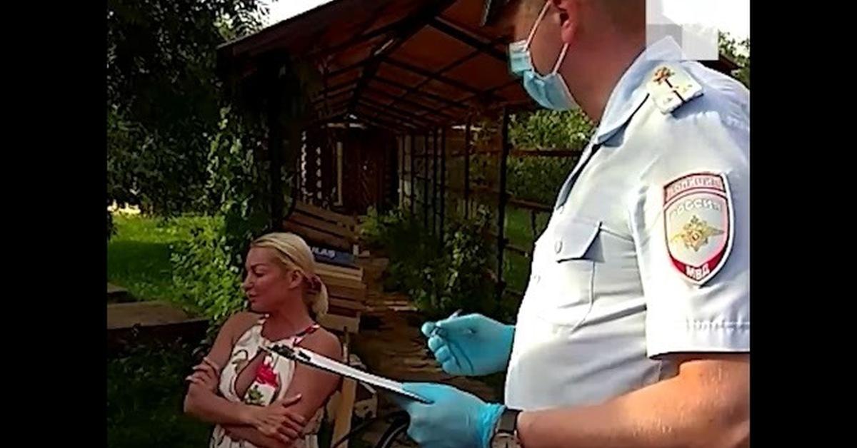 Волочкова обвинила соседей по элитному посёлку в расизме